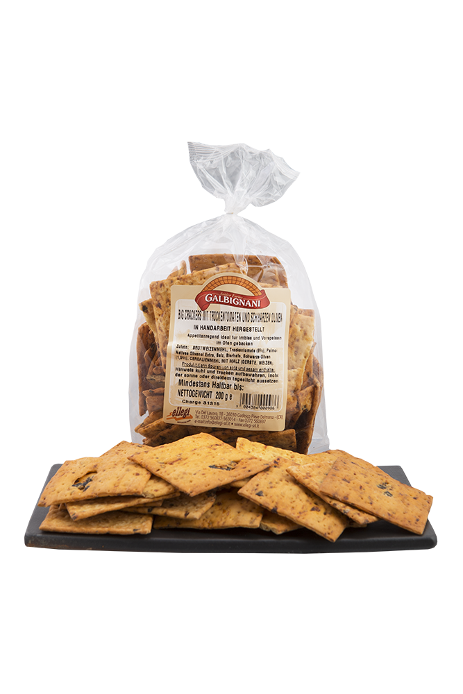 Cracker mit Trockentomaten und Oliven